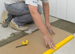 укладка керамической плитки на пол