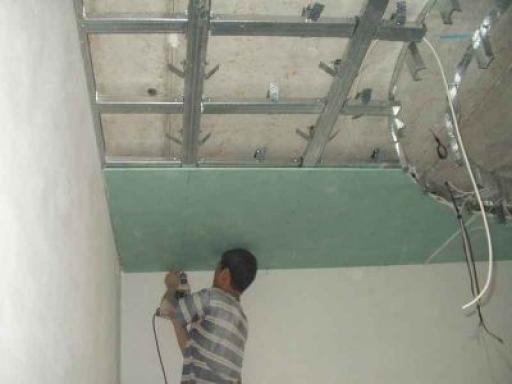 монтаж потолка в ванной комнате