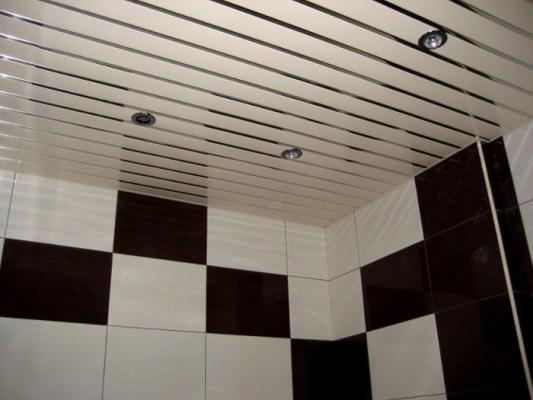 потолок в ванной подвесной