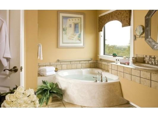 Красивые окна в ванной