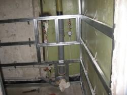 как крепить стеновые панели в ванную