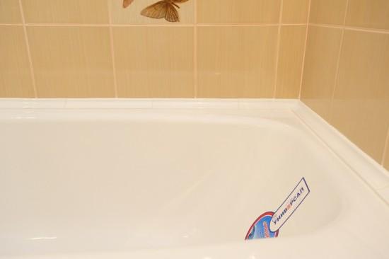 как приклеить бордюр в ванной