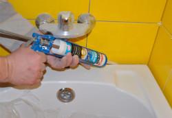заделка швов между ванной и плиткой