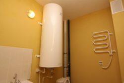 Как повесить электрический полотенцесушитель