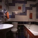 красная ванная 4 квадратных метра