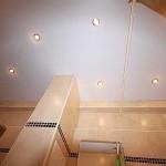 натяжной потолок в ванной комнате белый