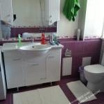 фиолетовая красивая ванная