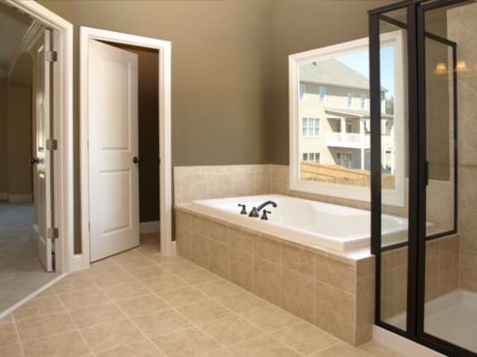 двери в санузел и ванную комнату